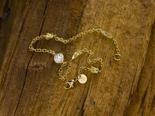 Gold 18ct yellow Hands and Feet bracelet with diamond