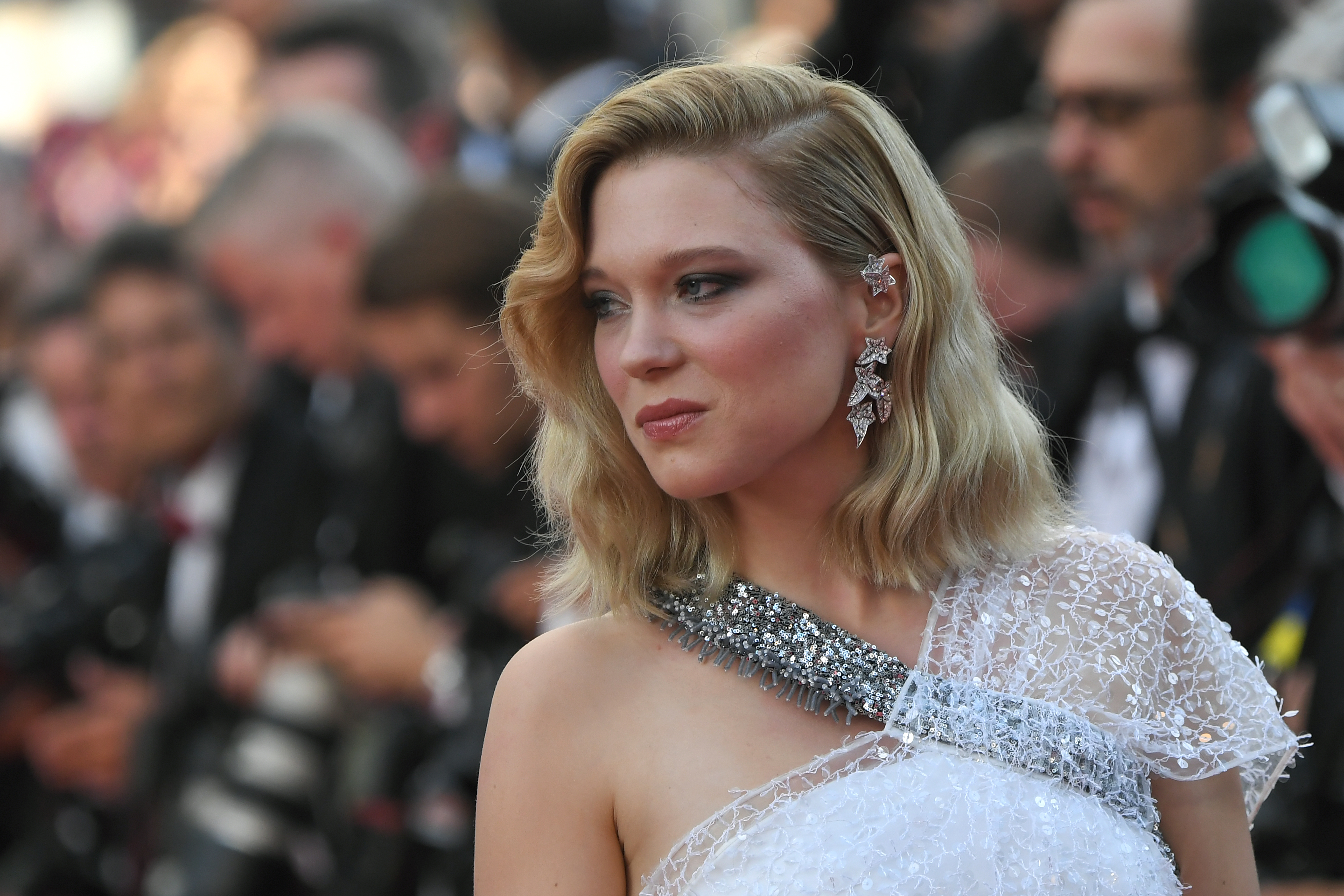 "French actress and member of the Feature Film Jury Lea Seydoux poses as she arrives on May 8, 2018 for the screening of the film ""Todos Lo Saben (Everybody Knows)"" and the opening ceremony of the 71st edition of the Cannes Film Festival in Cannes, southern France.  / AFP PHOTO / LOIC VENANCE"